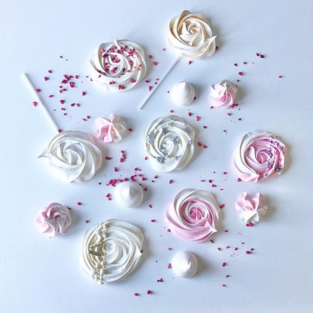 Meringue pops & kisses