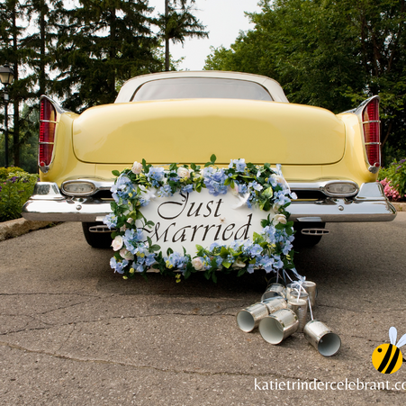 5 Reasons to Hire a Wedding Celebrant.