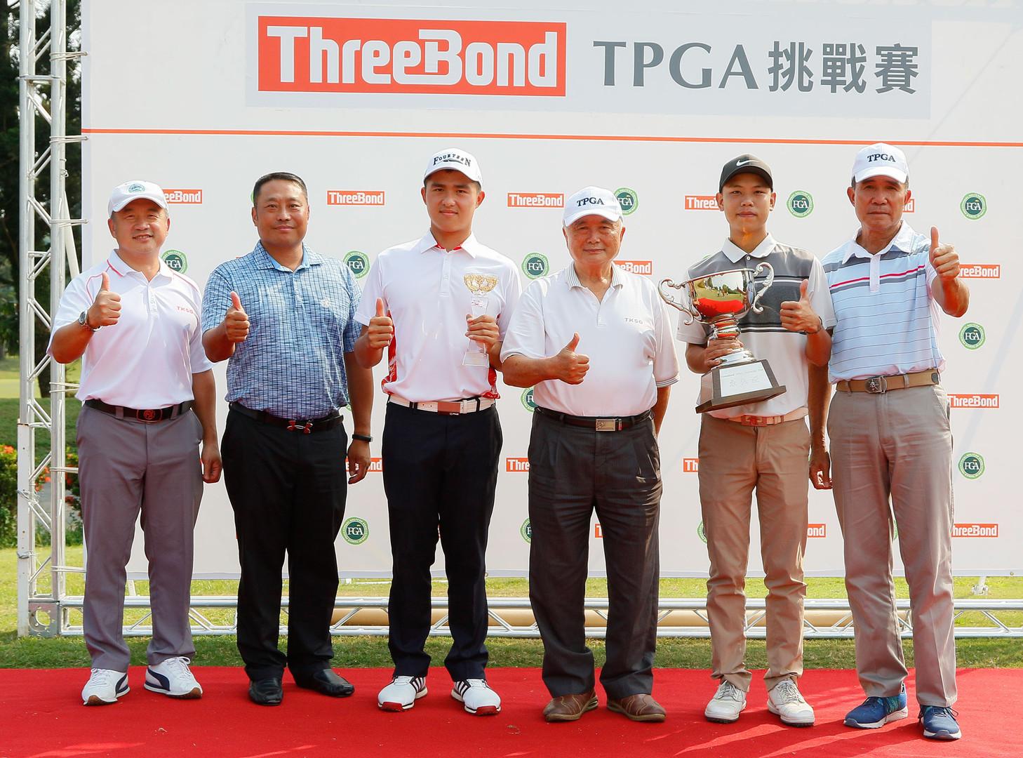 (左起)大崗山高爾夫球場總經理卓建宏、TPGA副理事長陳元車、業餘冠軍蘇晉弘、大