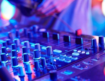 How Much Do DJ Make Per Night?