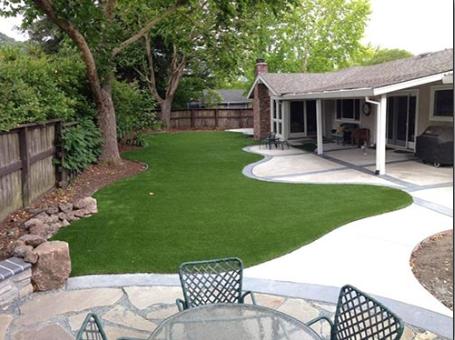 Backyard synthetic lawn install