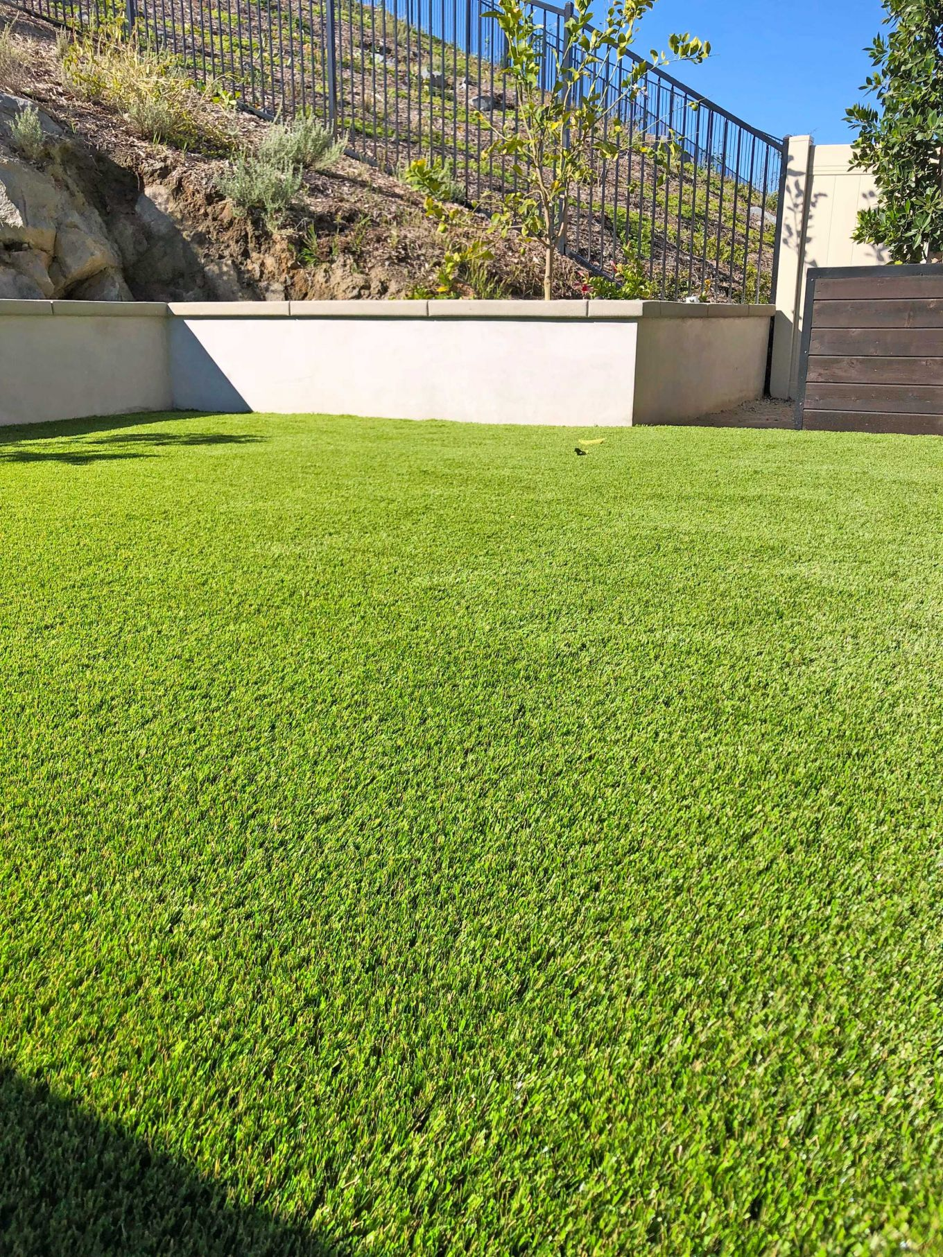 Backyard synthetic lawn install