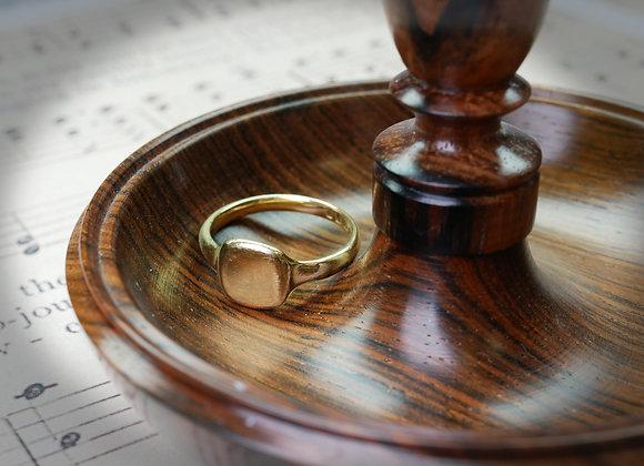 Curvaceous Art Deco 18ct Signet Ring
