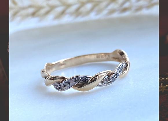 9ct Diamond Twist Ring