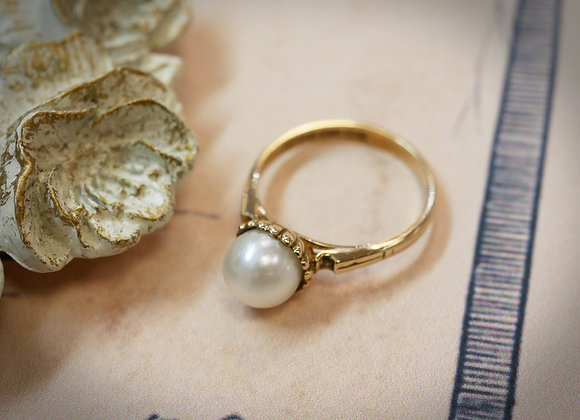 Pure & Simple Pearl Ring