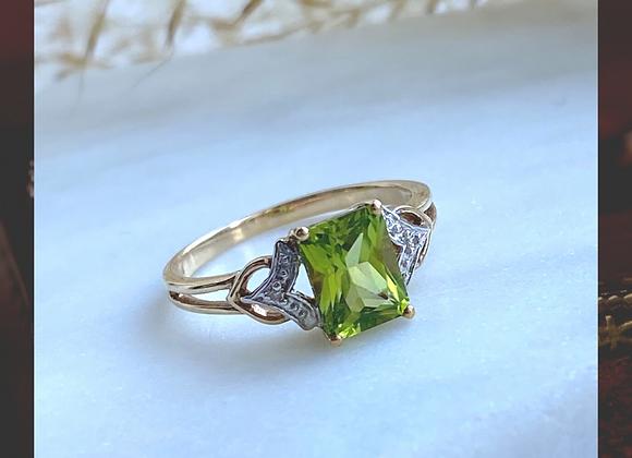 9ct Peridot & Diamond Ring