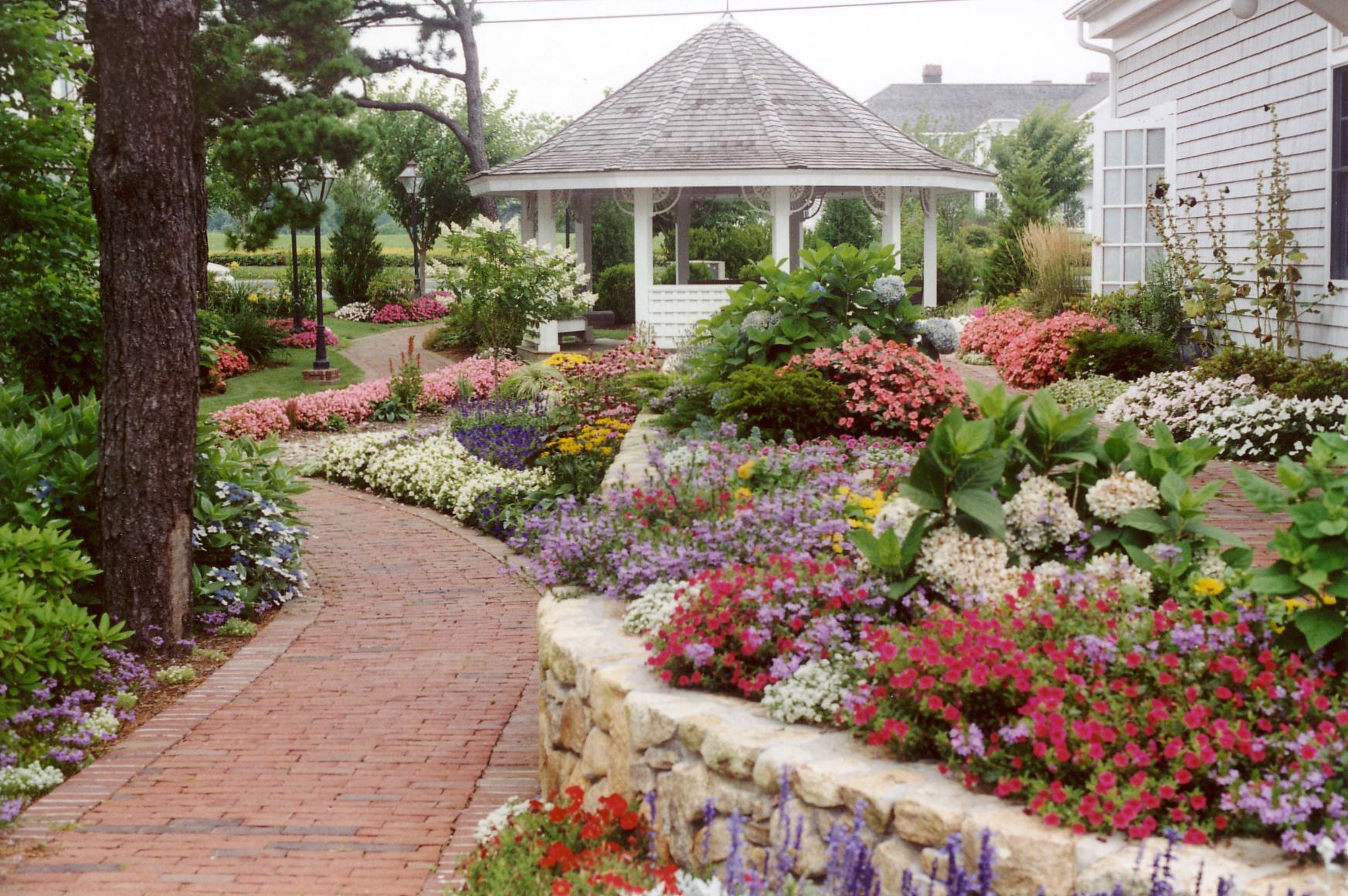 Resort garden.JPG