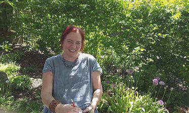 In een rustig hoekje in mijn tuin onstaan de krabbels die vaak het begin vormen van leuke prints.