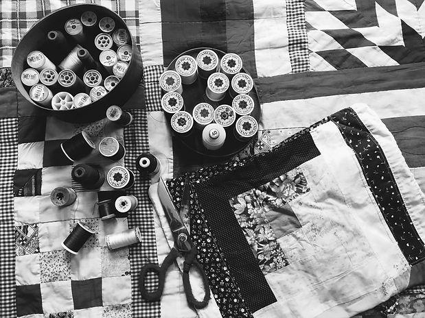 sewing%20silk%20and%20scissors_edited.jp