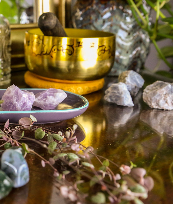 This is a picture of crystals; amethyst, blue calcite, and moss agate. And a singing bowl.