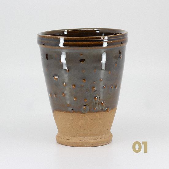 Gobelets brun-vert en céramique