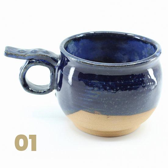 Tasses rondes bleues en céramique
