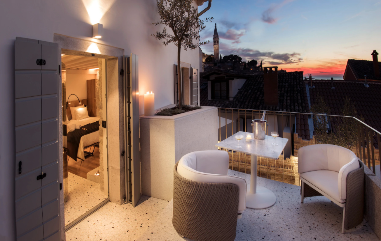Top 15 unique hotels selected for Skyscanner FR