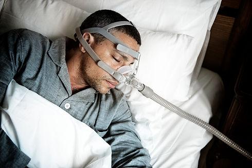 sick-man-wearing-an-oxygen-mask-45GYT6X.