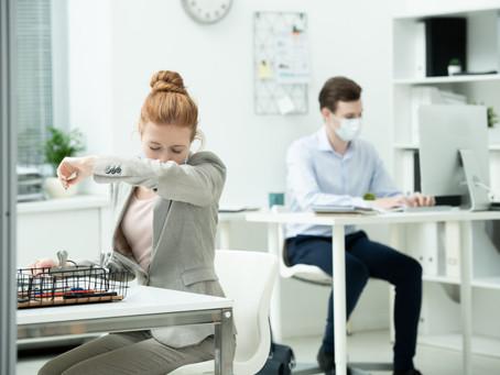 ¿Por qué sigo con tos después de recuperarme de COVID-19?