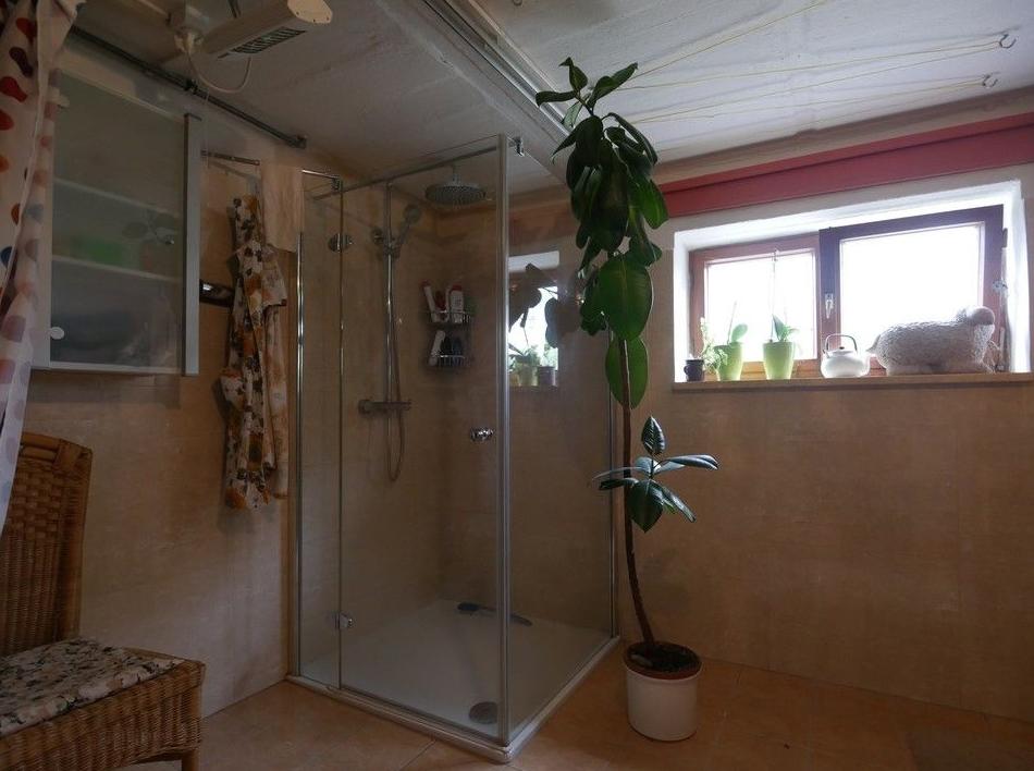 5605 Neuwertige Dusche / Keller