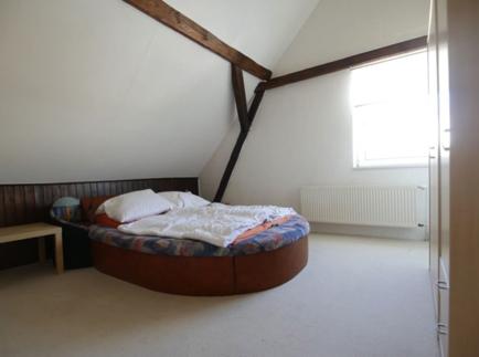 26 Schlafzimmer