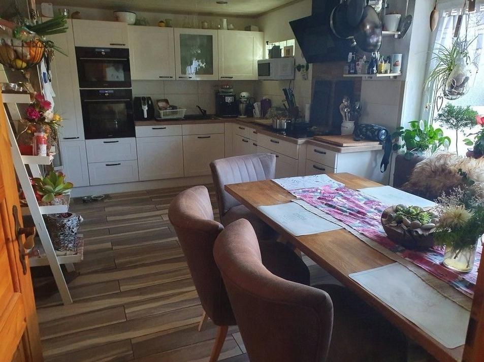 5580 Küche mit Einbauküche