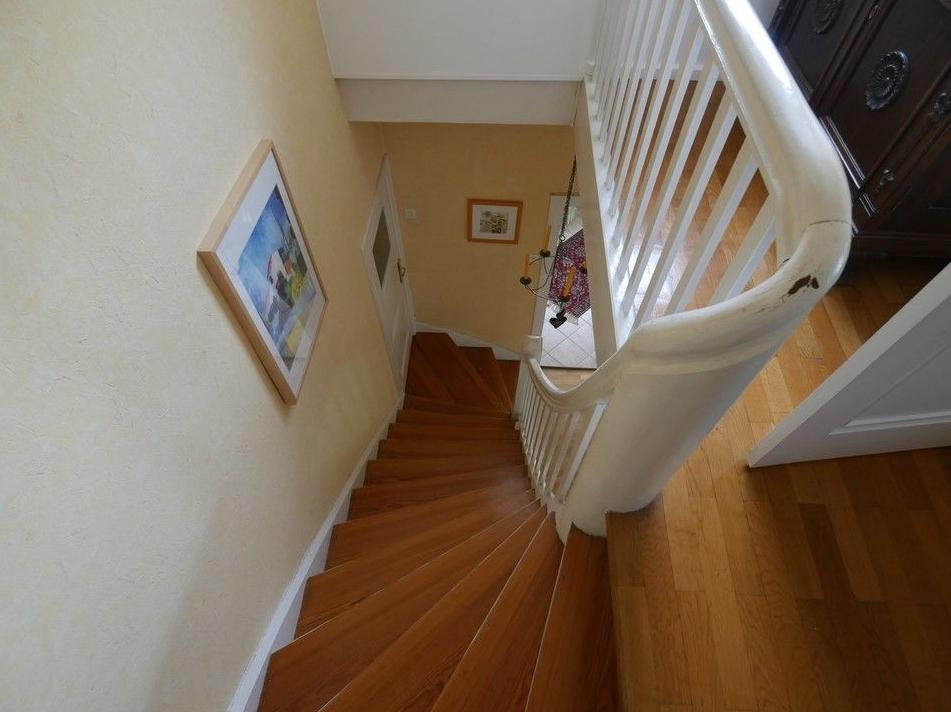 5605 Hochwertige Holztreppe
