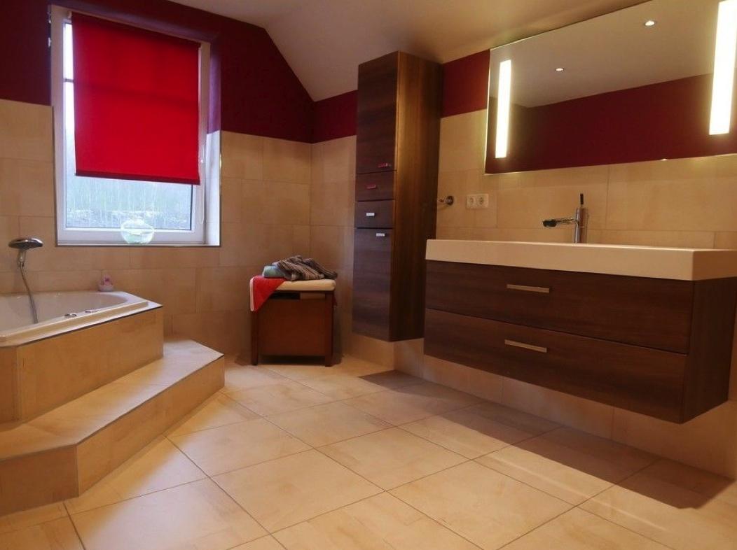 5572 Wohnzimmer mit Waschtisch
