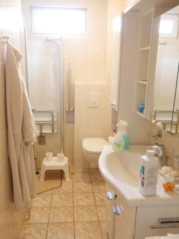 5670 Badezimmer mit Dusche