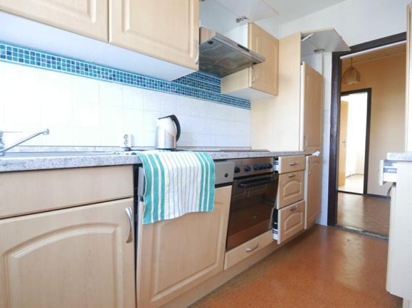 10 Küche mit Einbauküche