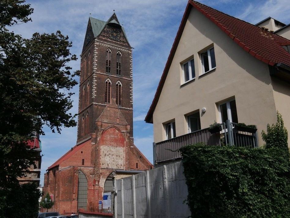 5651 Balkon mit Blick zur Kirche