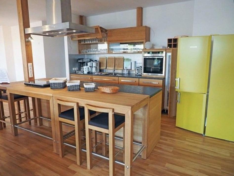 5648 Küche mit Esstisch