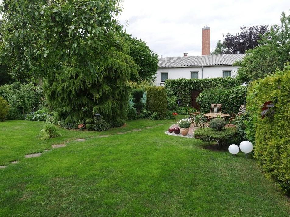 5605 Terrasse mit Garten