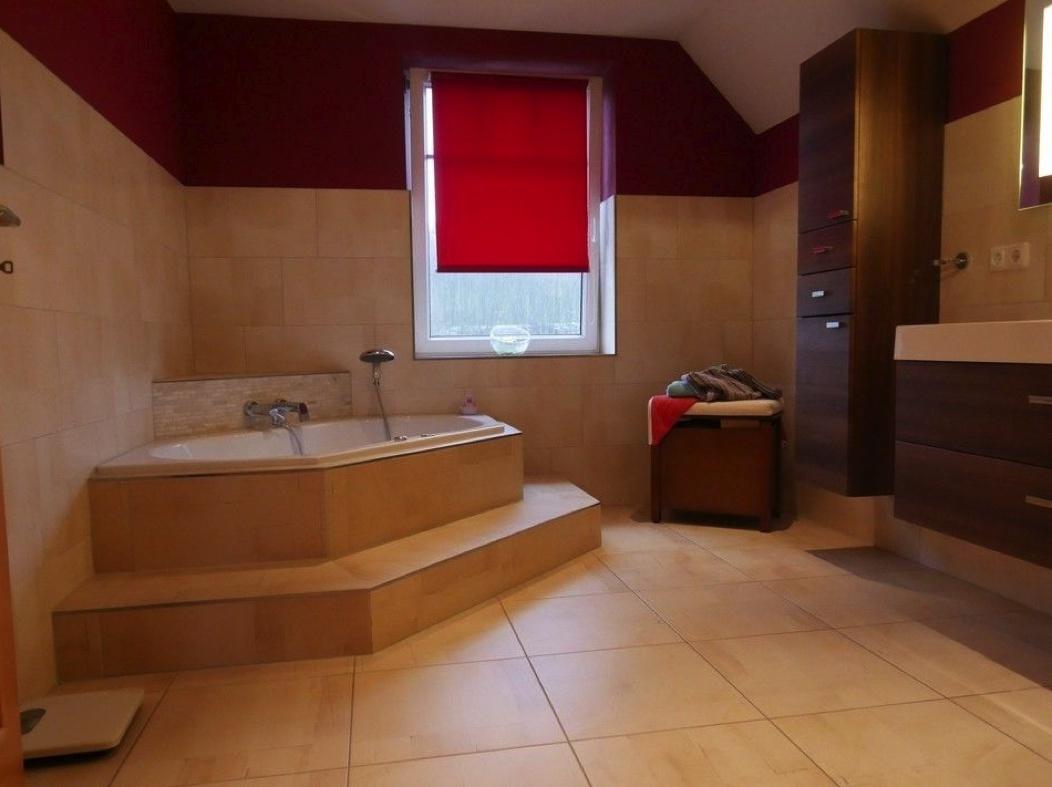 5572 Wohnzimmer mit Eckbadewanne