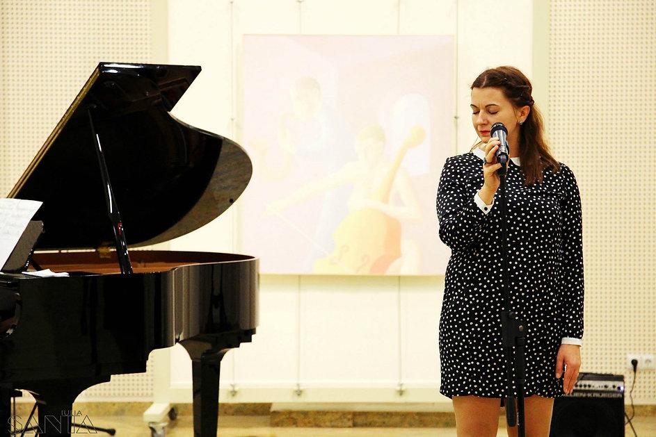 Romanian singer ,actress and jazz promoter