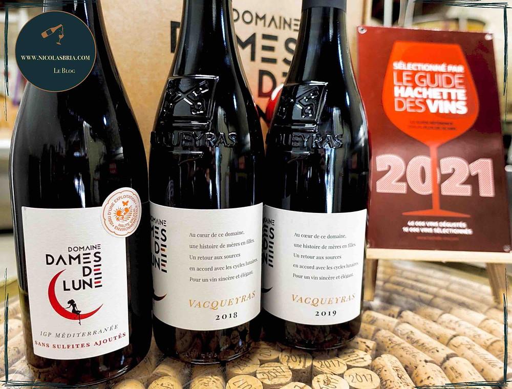 On voit trois vins du domaine Dames des Lune. Une cuvée en IGP Méditéranée et deux en Vacqueyras. Un 2018 et un 2019.