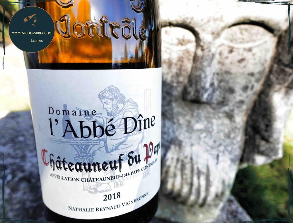 cuvée de l'abbé dîne. c'est un Châteauneuf du Pape blanc. en fond une statue d'un moine
