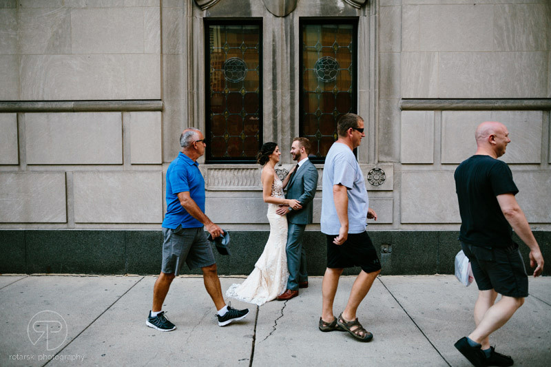 first-look-james-hotel-river-north-chicago-documentary-wedding-photographer-rotarski-photography