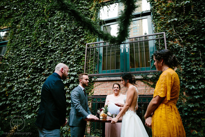 ivy-room-outdoor-ceremony-intimate-venue-documentary-wedding-photographer-chicago-rotarski-photography