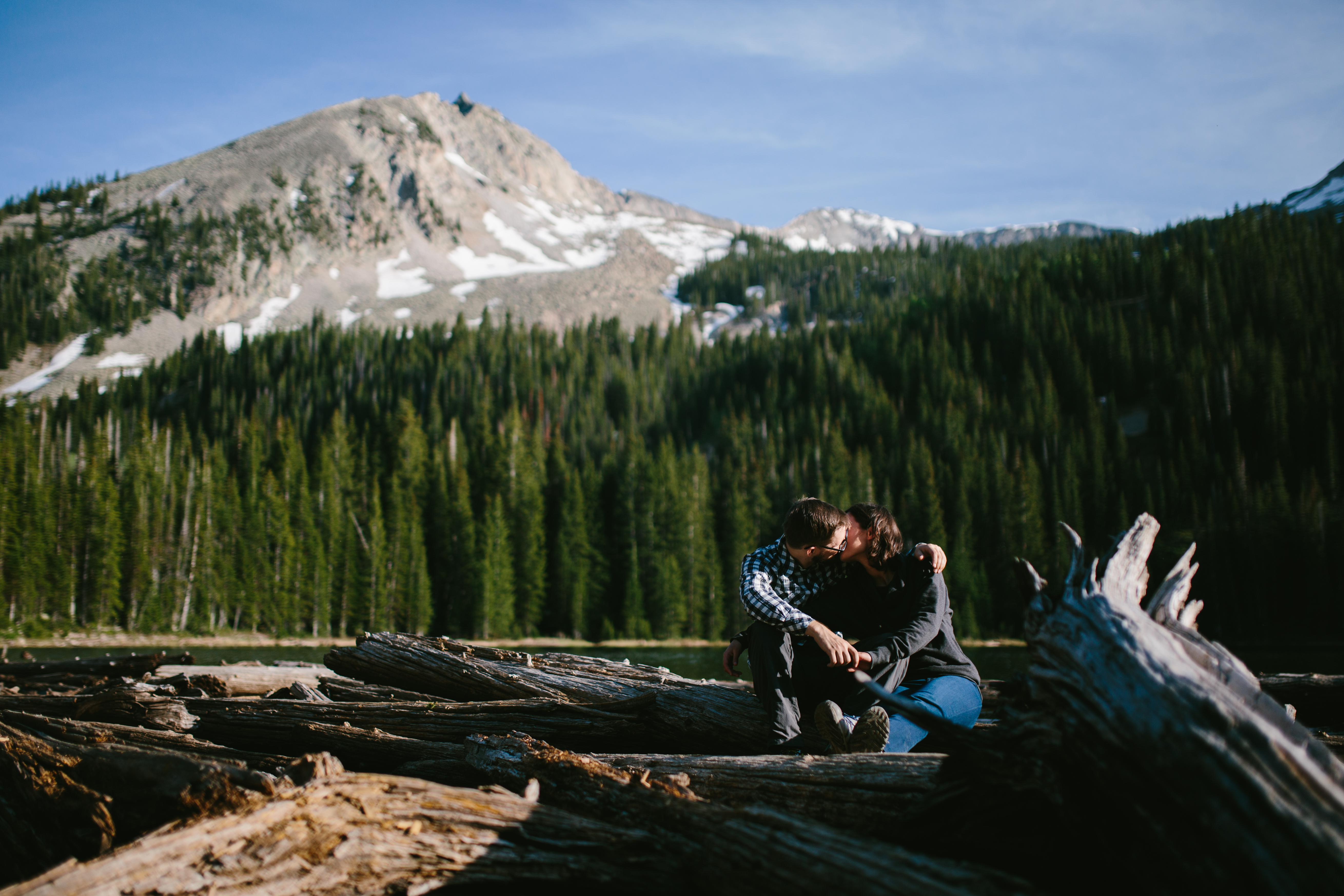 snow-covered-peak-crested-butte-colorado-mountain-top-destination-engagement-wedding-chicago-documen