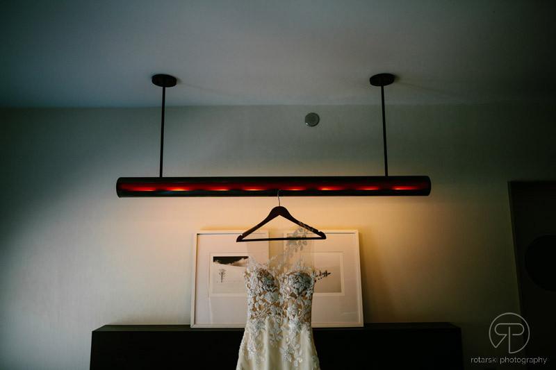 james-hotel-chicago-wedding-dress-documentary-photographer-rotarski-photography