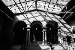 art-institute-interior-courtyard-modern-architectural-engagement-photographer-wedding-chicago-fine-a