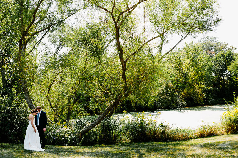 couple-wedding-forest-preserve-outdoor-setting-chicago-illinois-documentary-wedding-photography-rotarski