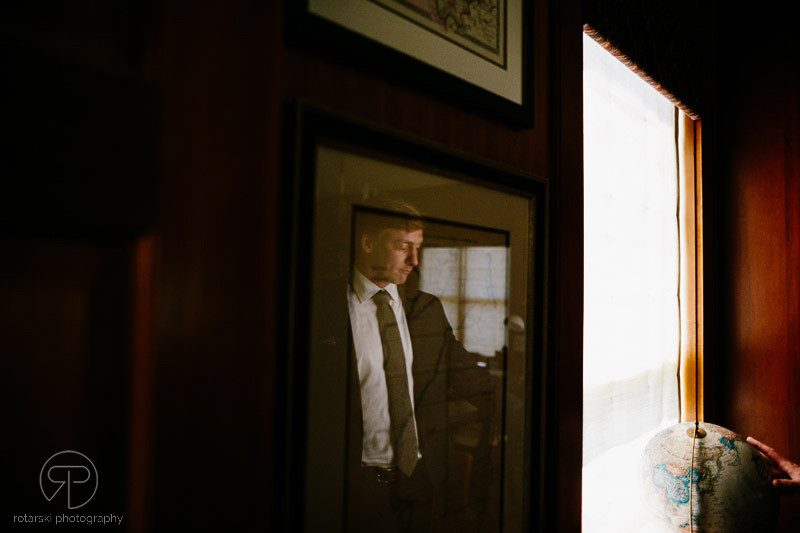 groom-nostalgic-reflection-portrait-documentary-wedding-photographer-chicago