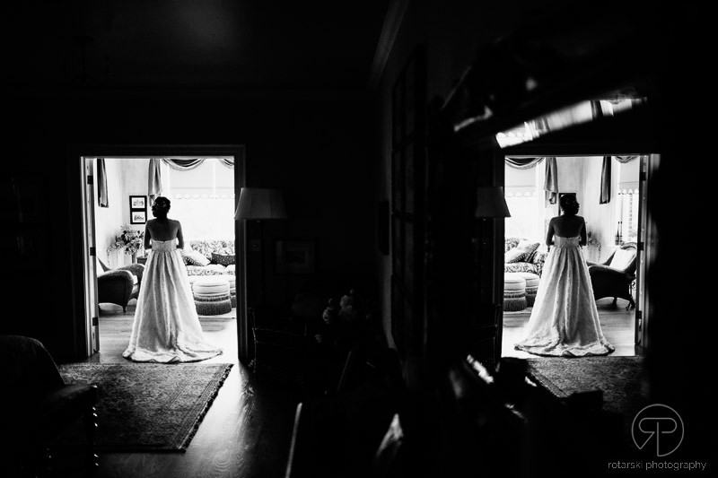 bride-getting-ready-lincoln-park-chicago-documentary-wedding-photographer-rotarski-photography