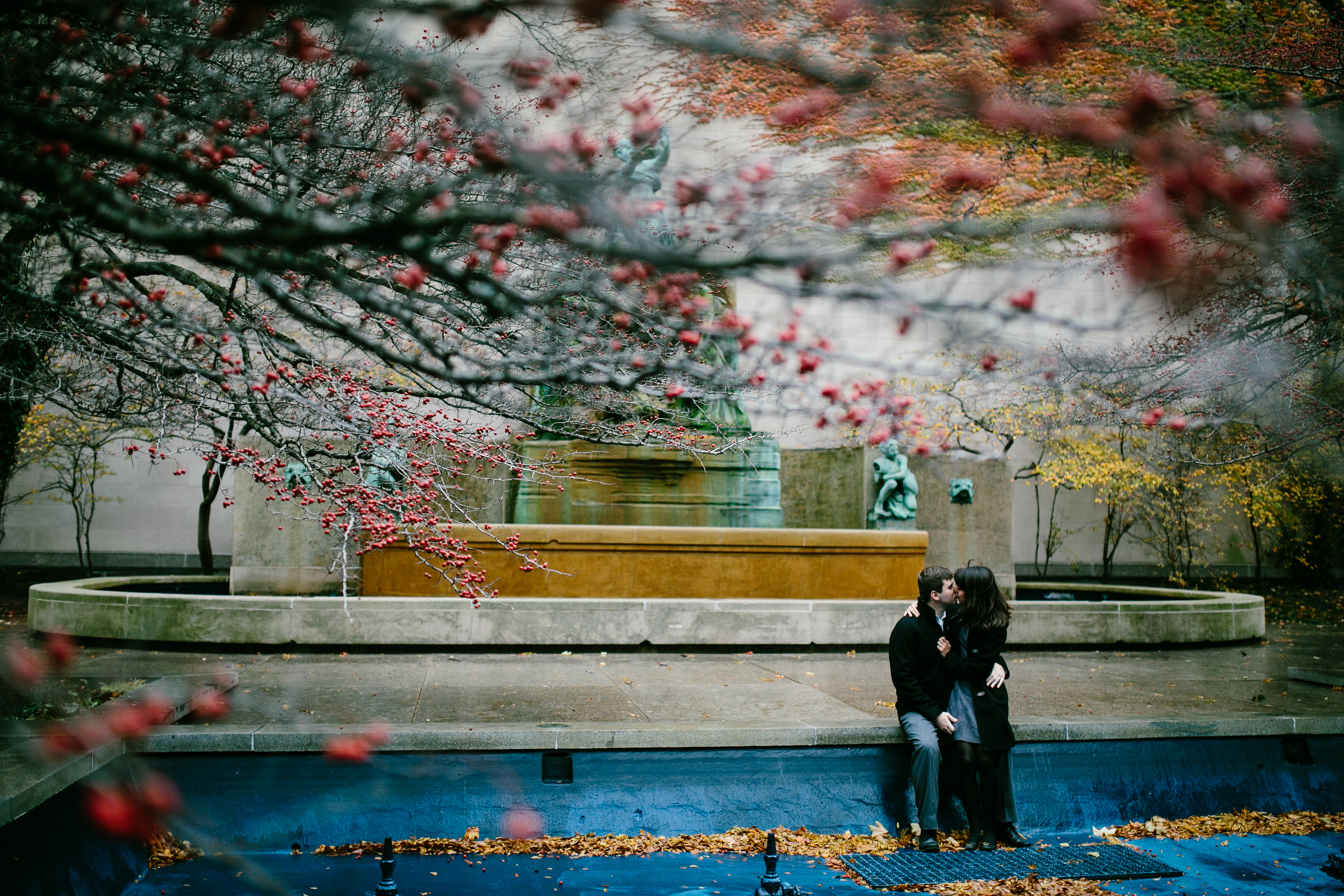 art-institute-south-garden-fountain-fall-engagement-wedding-chicago-documentary-photographer-rotarsk