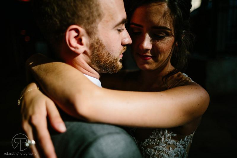 artsy-couple-portraits-shadows-moody-dark-river-north-chicago-wedding-photographer-rotarski-photography