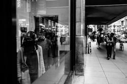 millennium-park-downtown-window-reflections-engagement-wedding-chicago-documentary-photographer-rota
