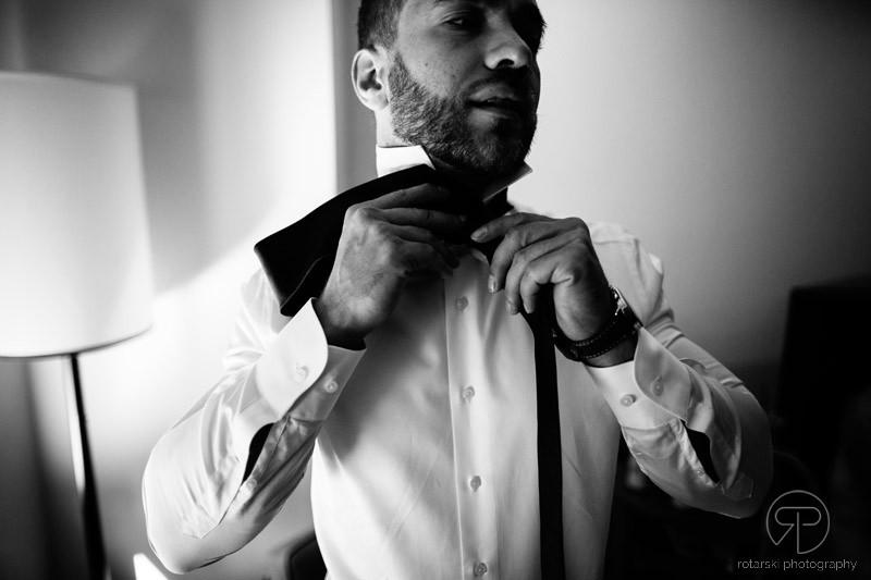 groom-portrait-getting-ready-james-hotel-chicago-documentary-wedding-photographer-rotarski-photography