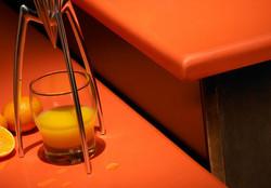 B. em Silestone Laranja Naranja Cool