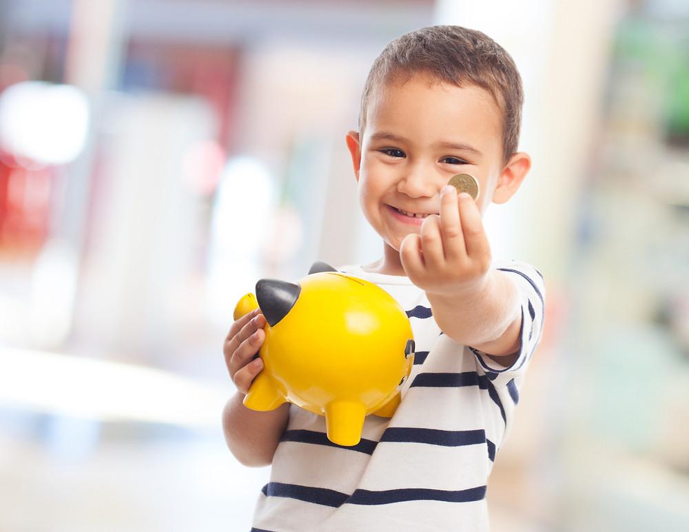 Cinco dicas para ensinar os filhos a lidar com dinheiro.