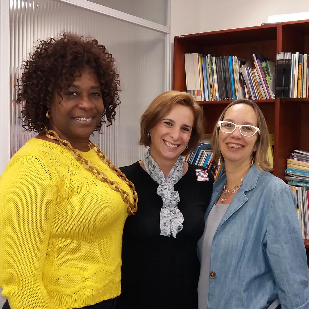 Lucy De Miguel (ao centro), com Casimira Benge e Carolina Velho, do Unicef