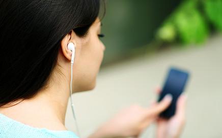Fones de ouvido em excesso pode causar perda auditiva