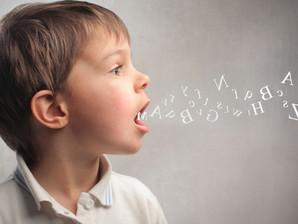 Aprender brincando: como ajudar as crianças a desenvolverem a fala e a escrita